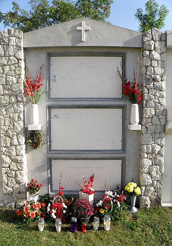 Obiteljska-grobnica